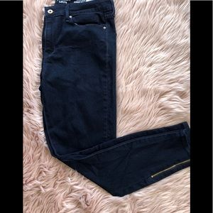 New darkwash skinny ankle jeans with zipper detail